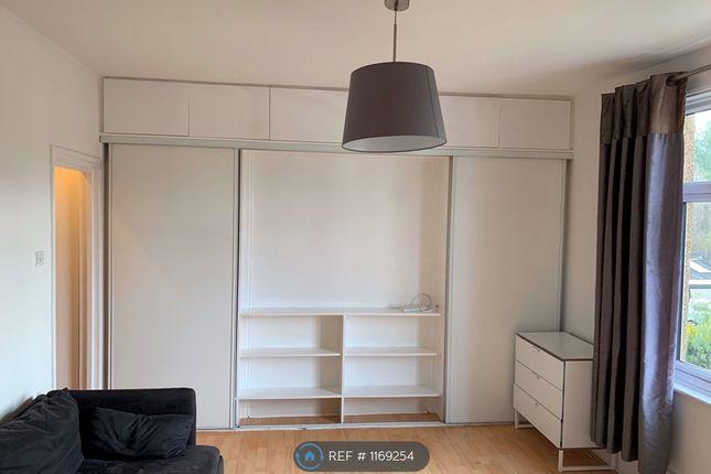 Studio to rent in Welldon Crescent, Harrow HA1