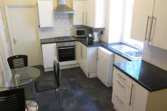 Thumbnail Property to rent in Granville Road, Fallowfield, Manchester