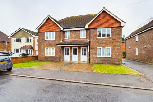 Thumbnail Flat for sale in Mount Pleasant Road, Lingfield