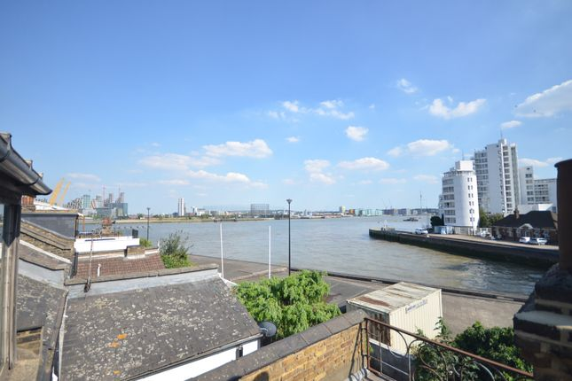 Thumbnail Town house to rent in Cold Harbour, London