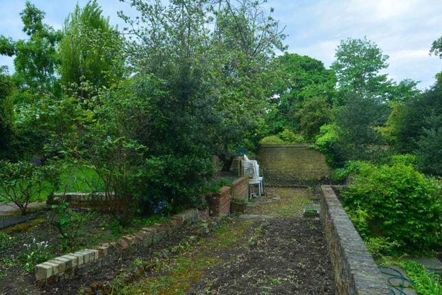 Gdn Upper (2) of Hampstead Lane, Highgate Village, London N6