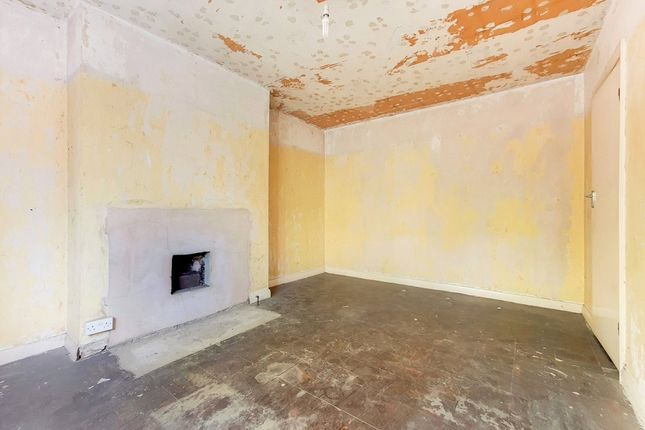 3 bed flat for sale in Seven Sisters Road, London N7