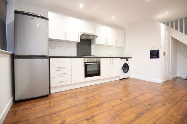 Thumbnail Duplex to rent in Shakespeare Way, Feltham