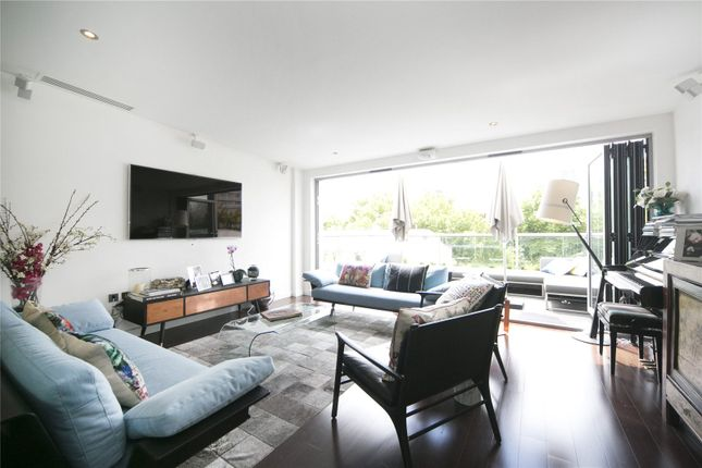 Thumbnail Property for sale in Featherstone Street, London