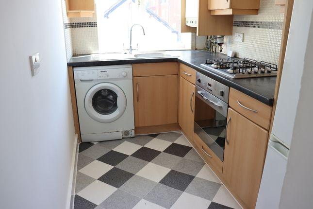 Maisonette to rent in Walton Road, Woking