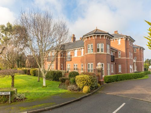 Thumbnail Flat to rent in The Beeches, Upton, Chester
