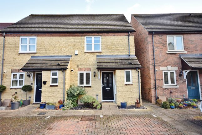Semi-detached house in  Thornley Close  Abingdon O Oxford