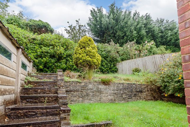 Thumbnail Semi-detached bungalow for sale in Emu Close, Heath And Reach
