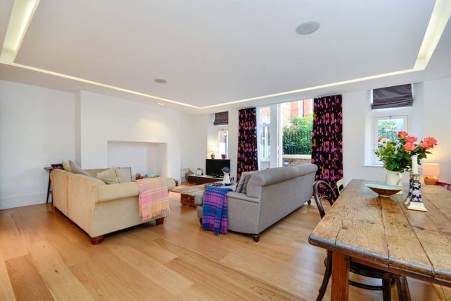 Thumbnail Flat to rent in Camberwell Grove, Camberwell