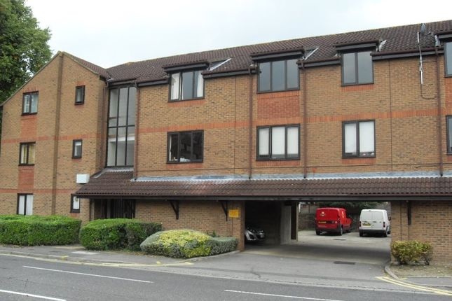 1 bed flat to rent in Fairfield Avenue, Staines