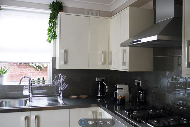 Kitchen of Burns St, Nottingham NG7