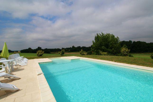 Thumbnail Villa for sale in Néré, Charente-Maritime, Nouvelle-Aquitaine