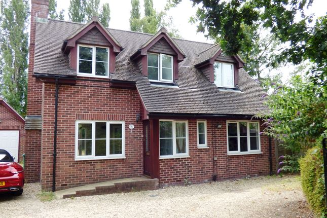Thumbnail Detached house to rent in Old Bath Road, Charvil, Reading