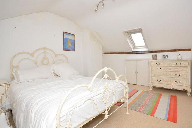 Bedroom 5 of Woodland Gardens, London N10