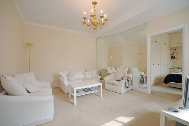 2 bed flat to rent in Weymouth Street, London