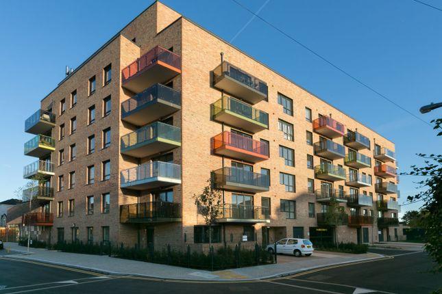 2 bed flat to rent in Buchanan House, London E17