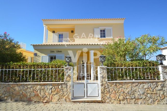 Villa for sale in 8365 Algoz, Portugal