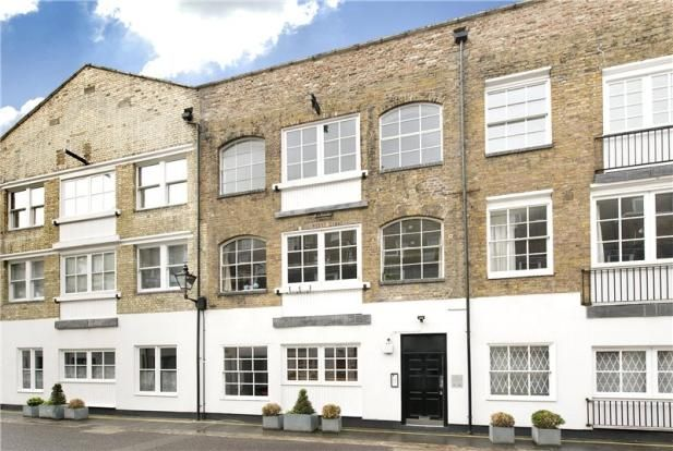 2 bed flat for sale in Brook Mews North, Bayswater