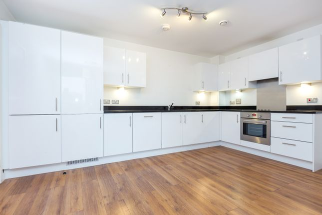 2 bed flat to rent in City Road, London N1