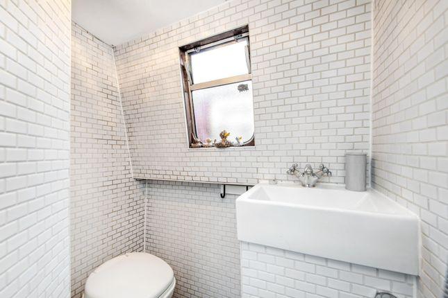 Bathroom of Boardwalk Place, London E14