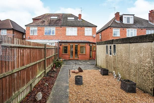 Thumbnail Property to rent in Beckingham Road, Guildford