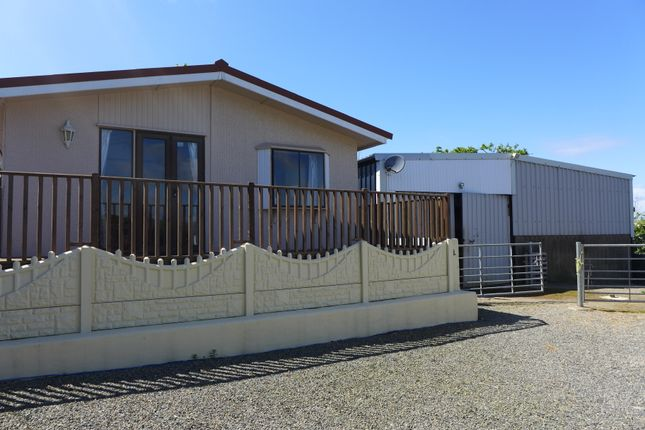 2 bed mobile/park home for sale in Llanychaer, Fishguard