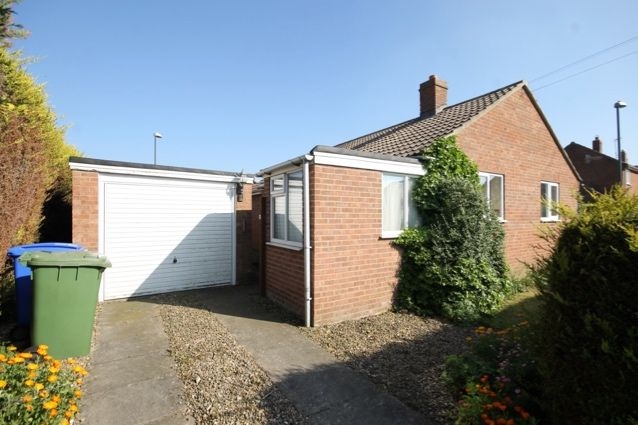 Thumbnail Bungalow for sale in Cherry Road, Hunmanby, Filey