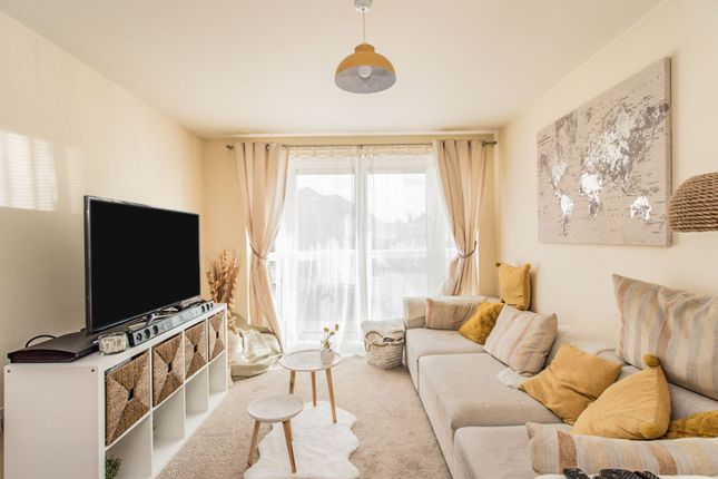 Lounge of Queen Marys Avenue, Watford WD18