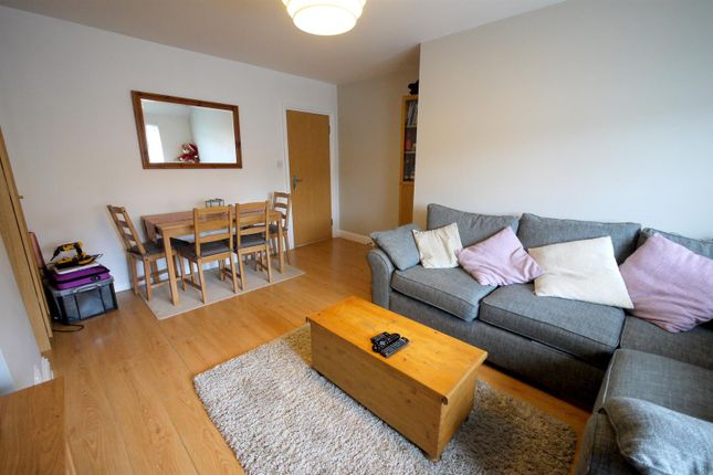 Thumbnail Flat to rent in Station Road, Cuffley, Potters Bar