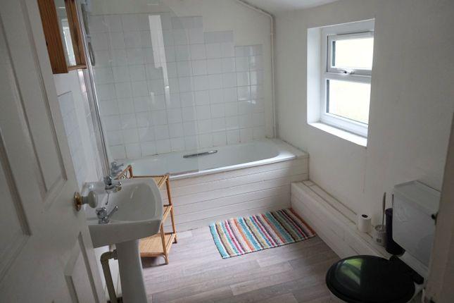 Bathroom of Caellepa, Bangor LL57