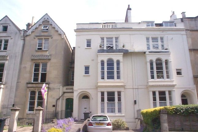 Thumbnail Flat to rent in Second Floor Flat, 62 Oakfield Road, Clifton