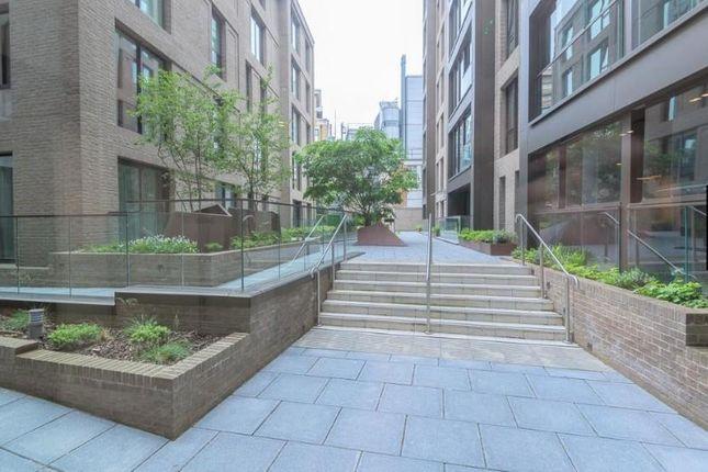 Thumbnail Flat to rent in Elizabeth Court, London