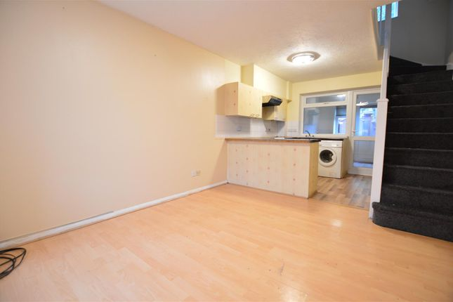 Thumbnail Property to rent in Peel Court, Slough