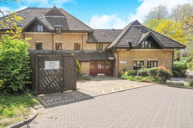 1 bed flat for sale in Bishops Court, Churchgate, Cheshunt, Waltham Cross