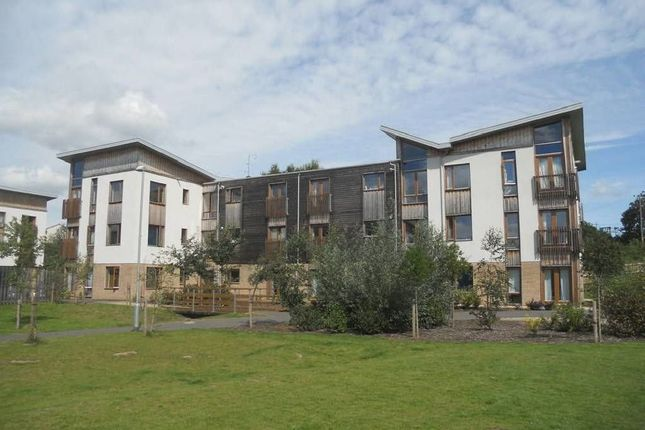 Thumbnail Flat for sale in Cowleaze, Chippenham