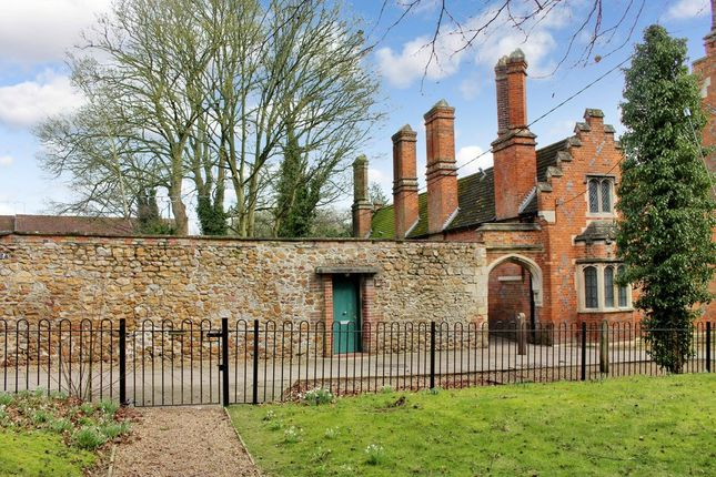 Thumbnail Flat for sale in Three Post Lane, Lambourn, Hungerford