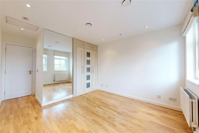 Flat to rent in Bloomsbury Mansions, 13-16 Russell Square, London