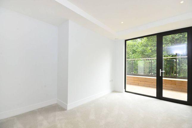Thumbnail Flat for sale in Knaresborough Drive, Earlsfield, London