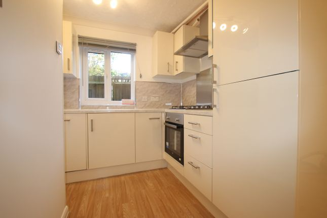 Thumbnail Flat for sale in Cosgrove Close, Winchmore Hill