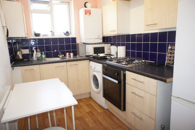 3 bed flat to rent in Philpot Street, London