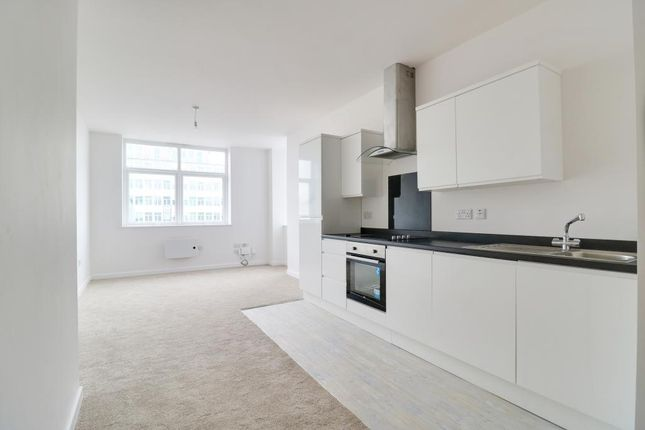 Thumbnail Flat for sale in Victoria Avenue, Southend-On-Sea