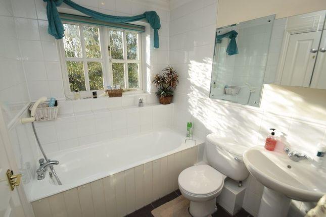 Family Bathroom of Cooks Close, Chalfont St. Peter, Gerrards Cross SL9