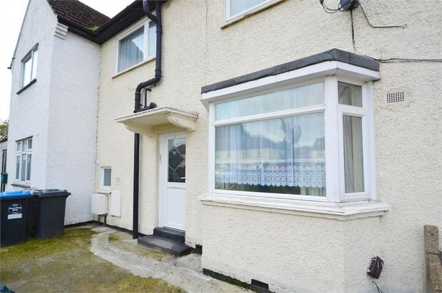 5 bed semi-detached house to rent in Mead Plat, Neasden, London
