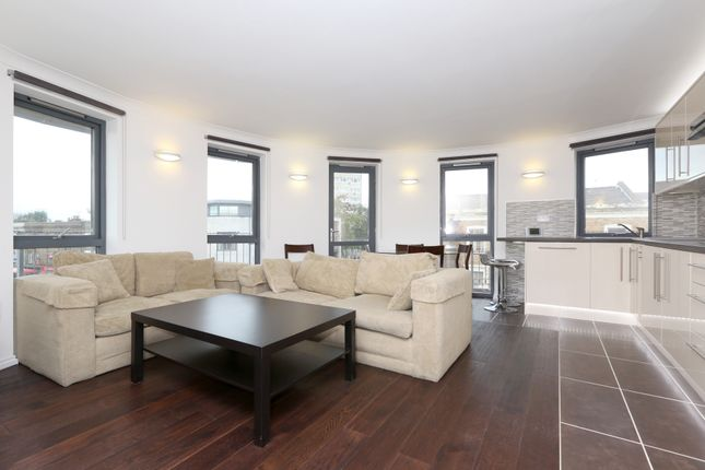 Thumbnail 3 bed flat to rent in Southgate Road, Islington