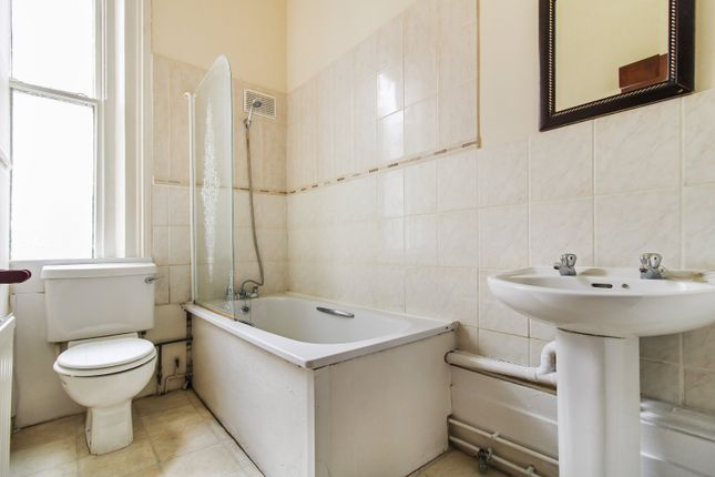 Bathroom of The Overcliffe, Northfleet, Kent DA11