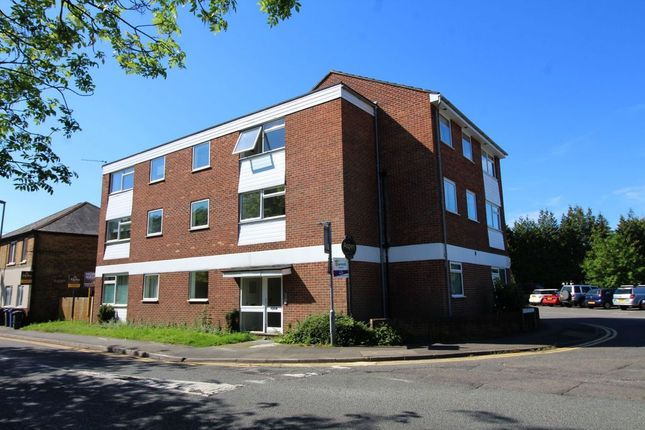 3 bed flat for sale in St Judes Road, Englefield Green TW20