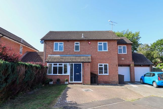 4 bed detached house for sale in Elmcroft Place, Westergate, Chichester PO20