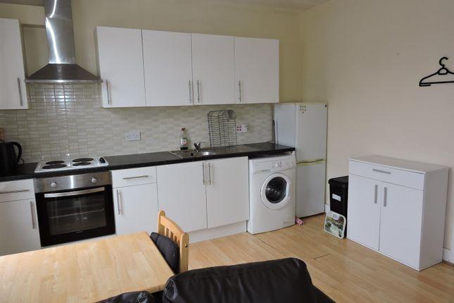 Thumbnail Flat to rent in Gathorne Road, London