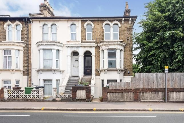 3 bed flat for sale in High Road Leytonstone, London E11