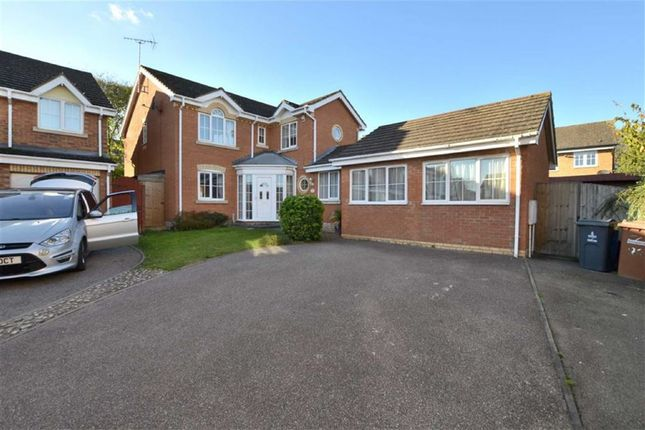 Thumbnail Detached house for sale in Jackdaw Close, Stevenage, Herts
